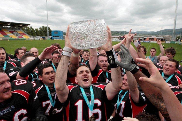 dublin-rebels-celebrate-winning-the-shamrock-bowl-782010-752x501